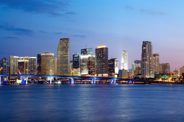 Miami_Downtown-Miami-Skyline-Night-landscape-LS-b5adb603