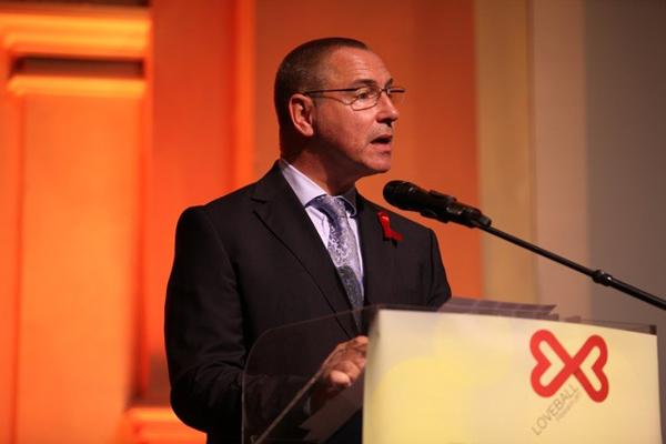 AIDS-Hilfe-Vorstand Setzepfandt bei seiner Ansprache